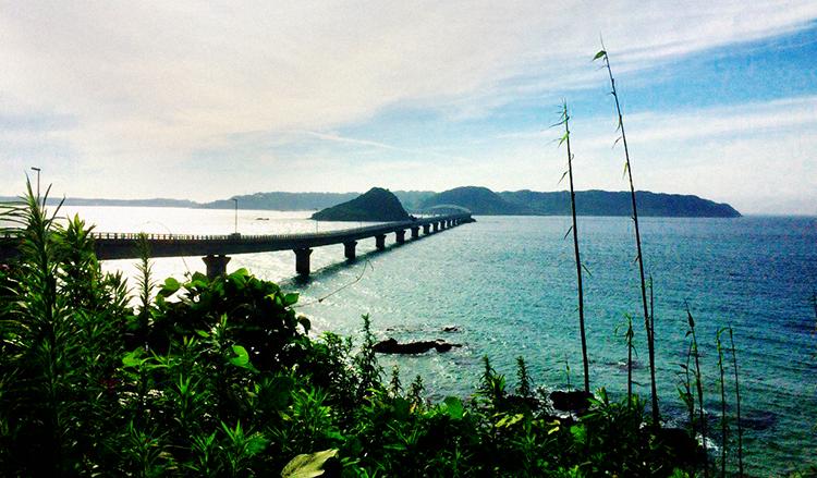 山口の角島大橋、夕方駐車場から見た所
