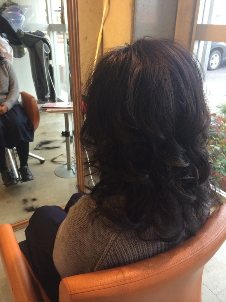 1月11日記事「きめ髪」画像ロング巻き毛左バックサイド