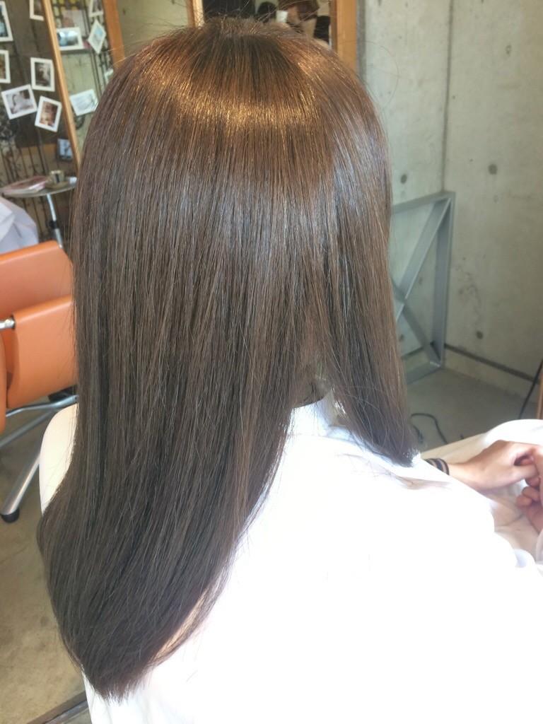 1月16日の記事「アッシュカラー」ロングストレートヘア画像仕上がり、後ろから見た