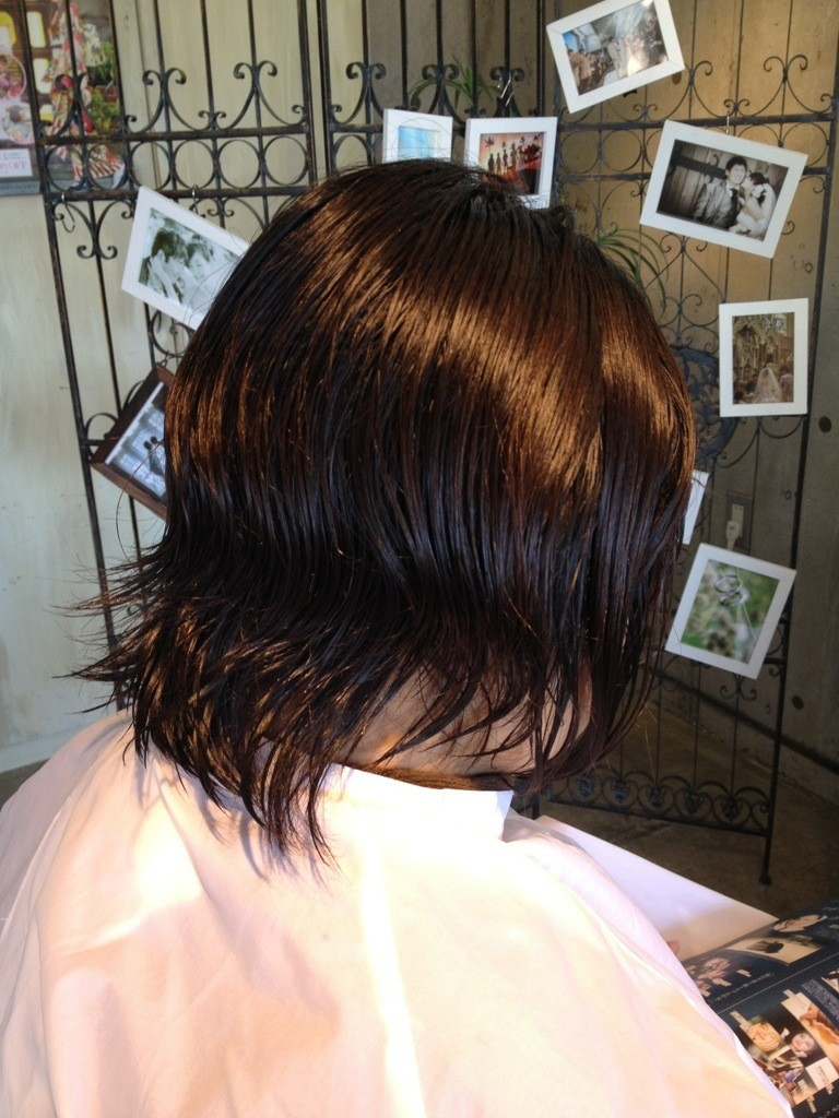 2月12日記事「さりげなくスタイルチェンジ☆」カット前のミディアムレンジの髪
