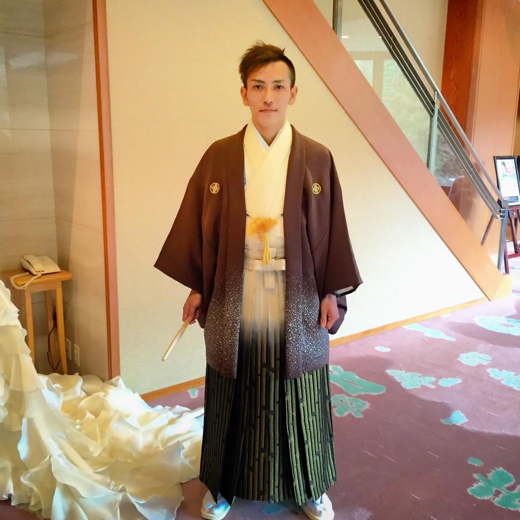 2月11日記事「オーソドックスなお衣装ヘアメイクでかっこよく」画像、花婿袴