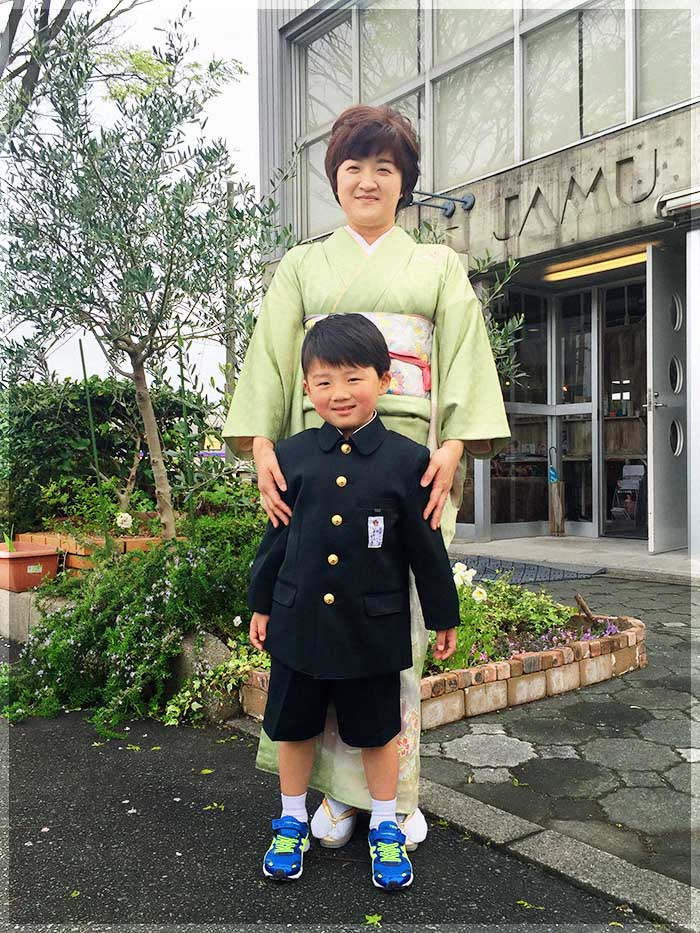 ジャムウ-小学校入学式お母さんと-0409