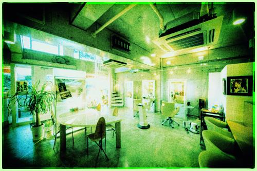緑色加工したジャムウ店内